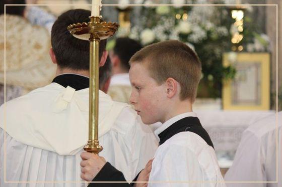 Kik szolgálnak a templomban?