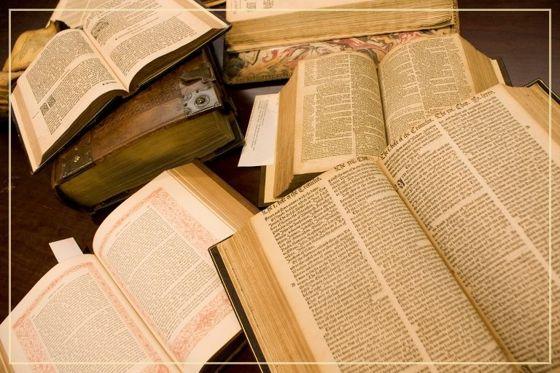 Miért nem ugyanaz a szöveg minden Bibliában?